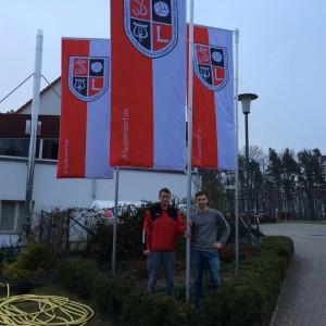 Die Initiatoren und Projektleiter Niko Sand und Daniel Benkert nach der Fertigstellung