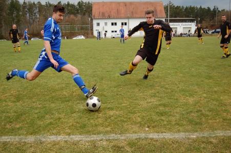 noch im SFL Dress. Eichinger im Einsatz für die 1.Mannschaft im Frühjahr 2013
