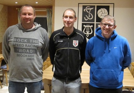 Michael Bayer, Christian Gall (1.Vorstand) und Albert Bayer nach der Vertragsunterzeichnung