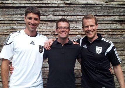 Mannschaftskapitän Markus Knies, Christian Sieber und Abteilungsleiter Markus Kraus