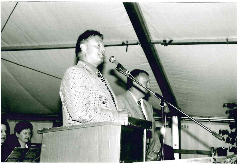 Bürgermeister Fischer bei der Ansprache. Neben ihm: Bernhard Jakob