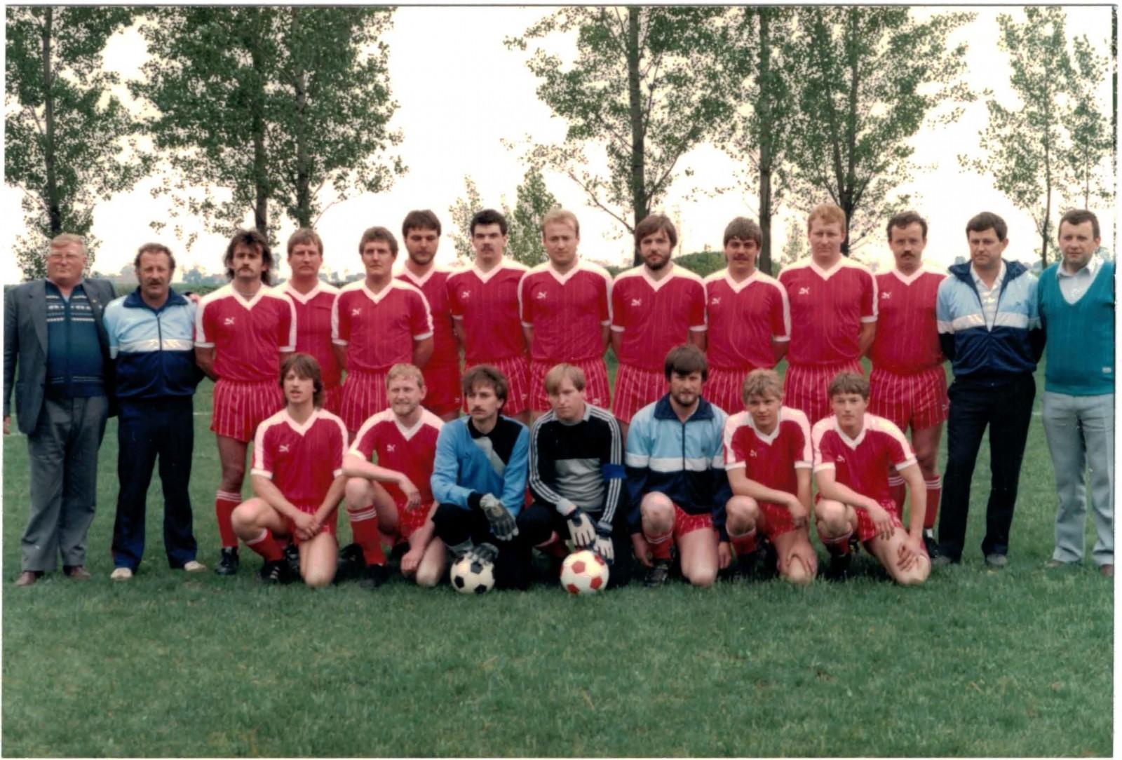 Das SFL-Aufgebot vor dem Spiel gegen TSK Ketsoprony am 10. Mai 1986.