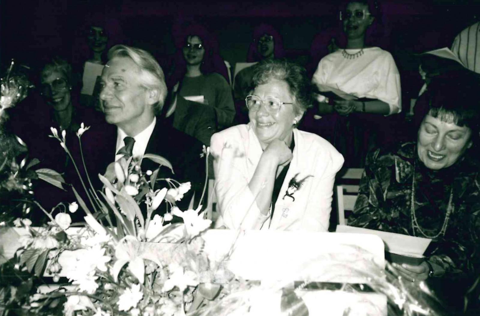 Heinz Brodowski mit Ehefrau an seinem 70. Geburtstag am 18. März 1994